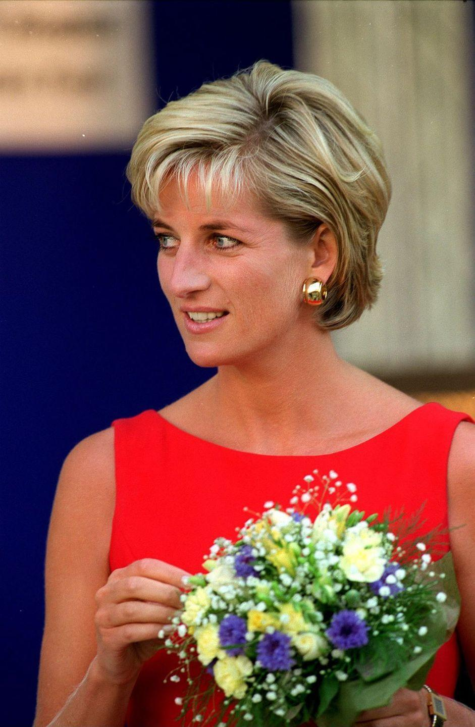 """<p>Princess Diana initially favored bold blue pencils to rim her eyes, but Greenwell steered her toward softer beige and brown <a href=""""https://www.goodhousekeeping.com/beauty-products/eyeliner-reviews/g5013/best-eyeliner-reviews/"""" rel=""""nofollow noopener"""" target=""""_blank"""" data-ylk=""""slk:eyeliners"""" class=""""link rapid-noclick-resp"""">eyeliners</a> after meeting her at a <em>Vogue </em>photoshoot in 1991. """"The thing that I changed most about Princess Diana's look was actually moving away from the blue liner, which was very aging for her,"""" <a href=""""http://www.dailymail.co.uk/femail/article-4243454/Diana-s-make-artist-Mary-Greenwell-recreates-look.html"""" rel=""""nofollow noopener"""" target=""""_blank"""" data-ylk=""""slk:Greenwell"""" class=""""link rapid-noclick-resp"""">Greenwell</a> said. </p>"""