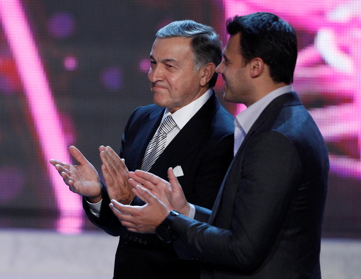 FILE PHOTO: Russian real estate developer Aras Agalarov (L) applauds with his son, singer Emin Agalarov, during a news conference following the 2013 Miss USA pageant at the Planet Hollywood Resort & Casino in Las Vegas, Nevada June 16, 2013. Picture taken June 16, 2013.   REUTERS/Steve Marcus/File Photo
