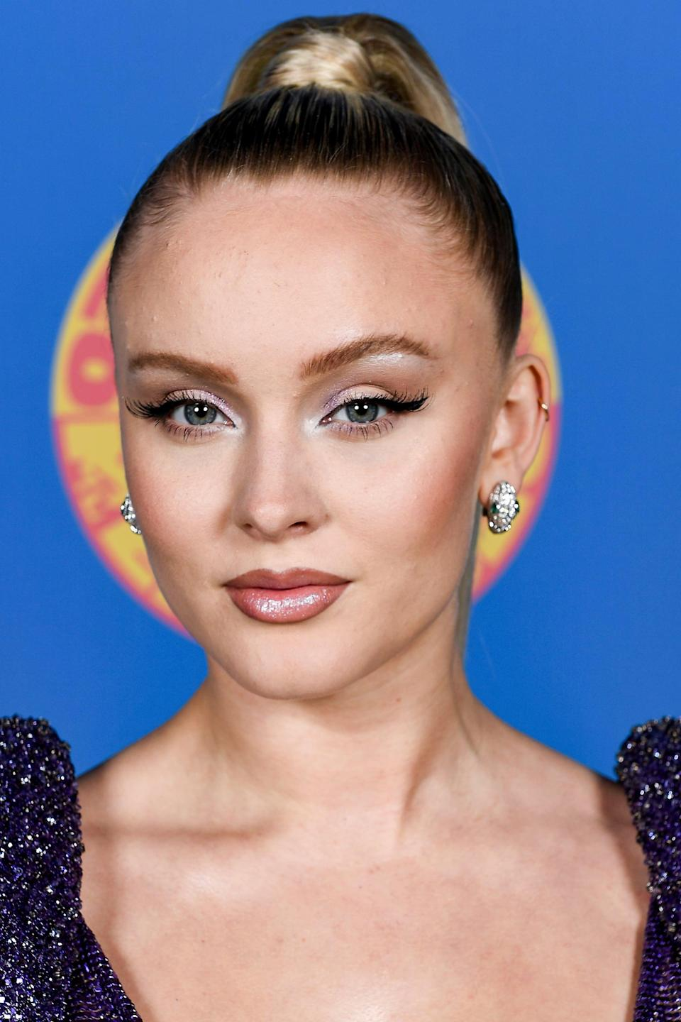 <p>If you ever needed encouragement to try out dark brown lip liner, then allow Zara Larsson to be that encouragement. She wore a '90s-style lip and strong cat eyeliner to the virtual awards and we loved it.</p>