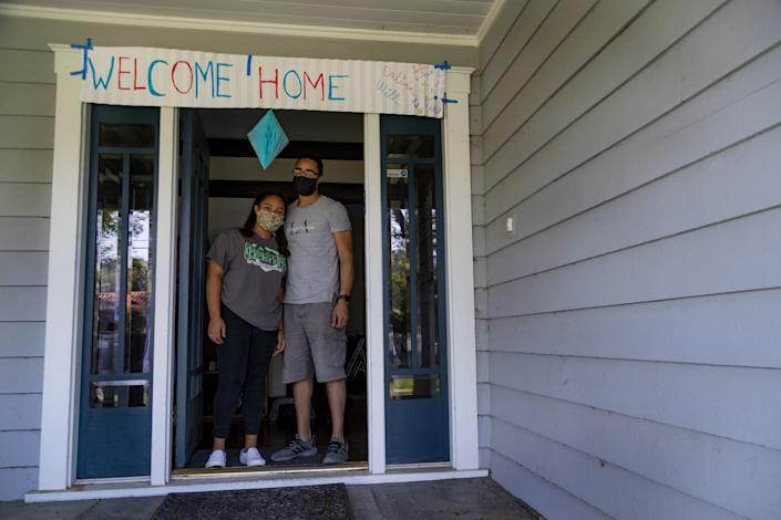"Will Furbush and his daughter Dalina, 14, arrived home to an empty house, but a welcome home banner greeted them. <span class=""copyright"">(Gina Ferazzi / Los Angeles Times)</span>"