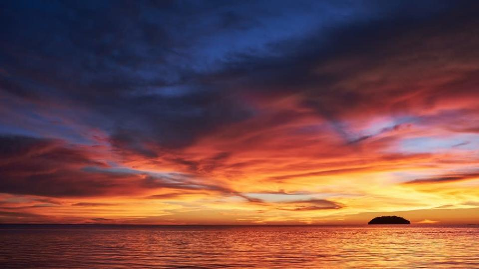 Head to Tanjung Aru, Kota Kinabalu to catch one a magnificent sunset. ― Picture from Unsplash