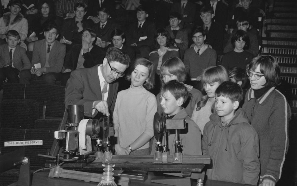 Hewish explains the use of a spectroscope to children at the first of his six Royal Institution Christmas Lectures in London in 1965, entitled The Exploration of the Universe - Keystone/Hulton Archive/Getty Images