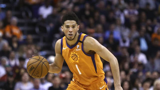 Phoenix Suns star Devin Booker is donating $100,000 to local charities amid the COVID-19 pandemic, and raising more money while broadcasting on Twitch. (AP/Ross D. Franklin)