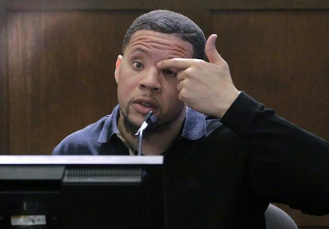 Alexander Bradley points to where he alleges Aaron Hernandez shot him in the face. (AP)