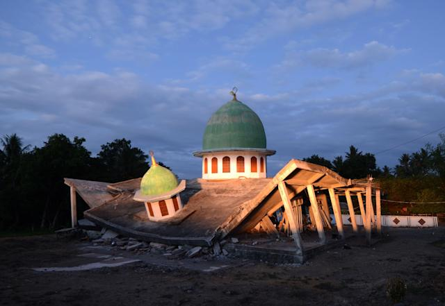 <p>A collapsed mosque is seen as the sun set at Kayangan subdistrict in North Lombok on West Nusa Tenggara province on Aug. 8, 2018, (Photo: Sonny Tumelaka/AFP/Getty Images) </p>