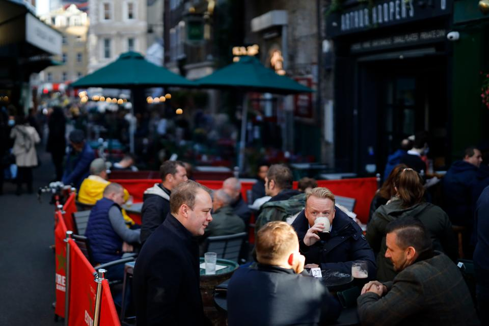 After-work drinkers enjoy a pint outside The Market Porter pub in Borough Market, in London on September 25, 2020, as new earlier closing times for pubs and bars in England and Wales are introduced to combat the spread of the coronavirus. - Britain has tightened restrictions to stem a surge of coronavirus cases, ordering pubs to close early and advising people to go back to working from home to prevent a second national lockdown. (Photo by Tolga Akmen / AFP) (Photo by TOLGA AKMEN/AFP via Getty Images)
