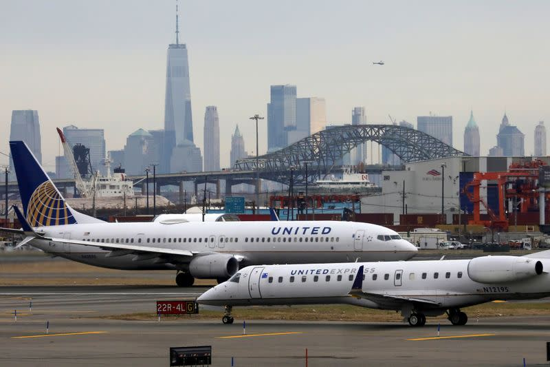 United Airlines warns of lower bookings, furloughs: source