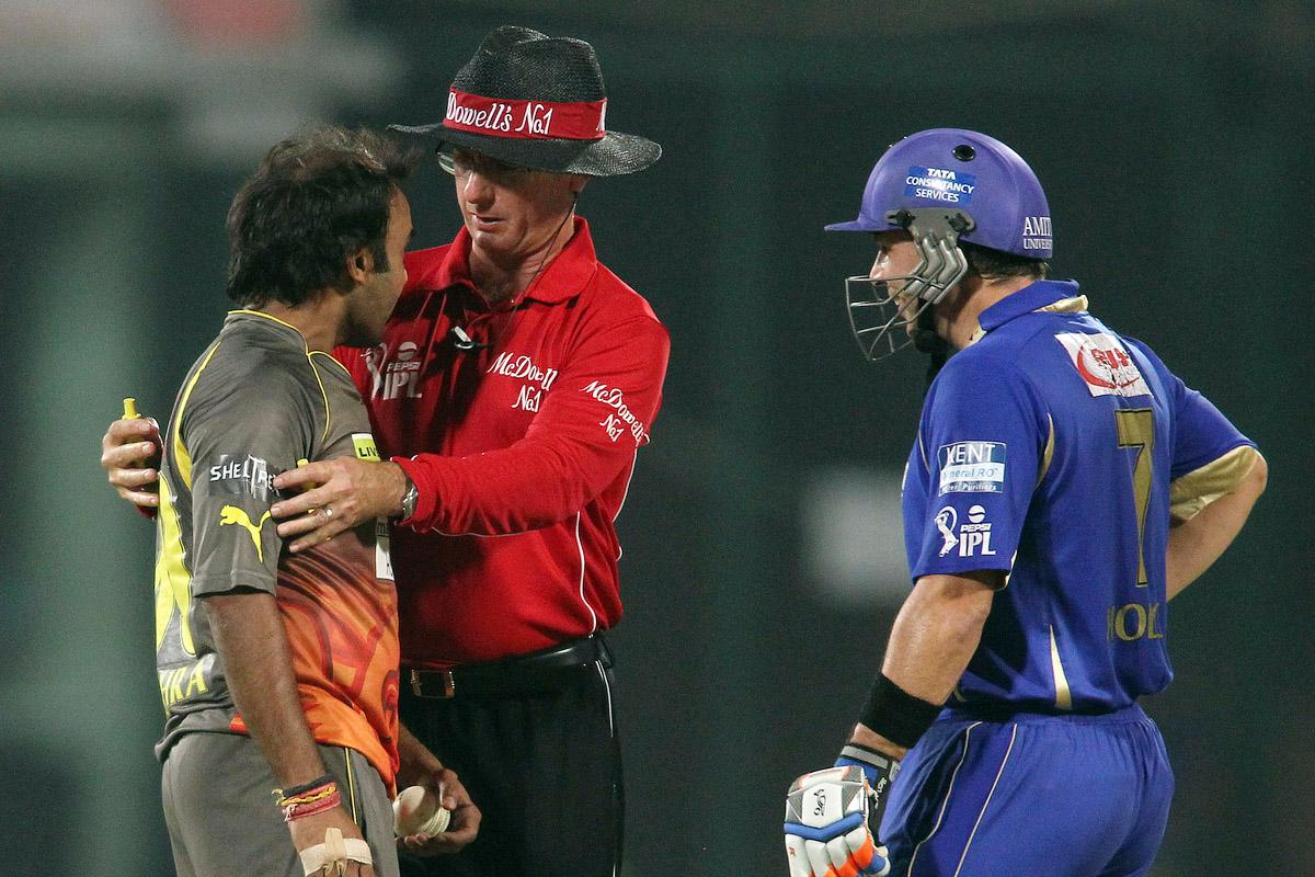 Umpire Rod Tucker gets between Amit Mishra of Sunrisers Hyderabad and Brad Hodge of Rajasthan Royals during the eliminator match of the 2013 Pepsi Indian Premier League between The Rajasthan Royals and the Sunrisers Hyderabad held at the Feroz Shah Kotla Stadium, Delhi on the 22nd May 2013. (BCCI)