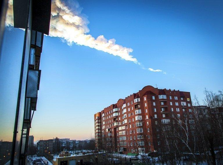 The trail of falling meteor is seen above a residential apartment block in Chelyabinsk, Russia, on February 15, 2013. A plunging meteor exploded with a blinding flash above central Russia, setting off a shockwave that shattered windows and hurt almost 1,000 people in an event unprecedented in modern times
