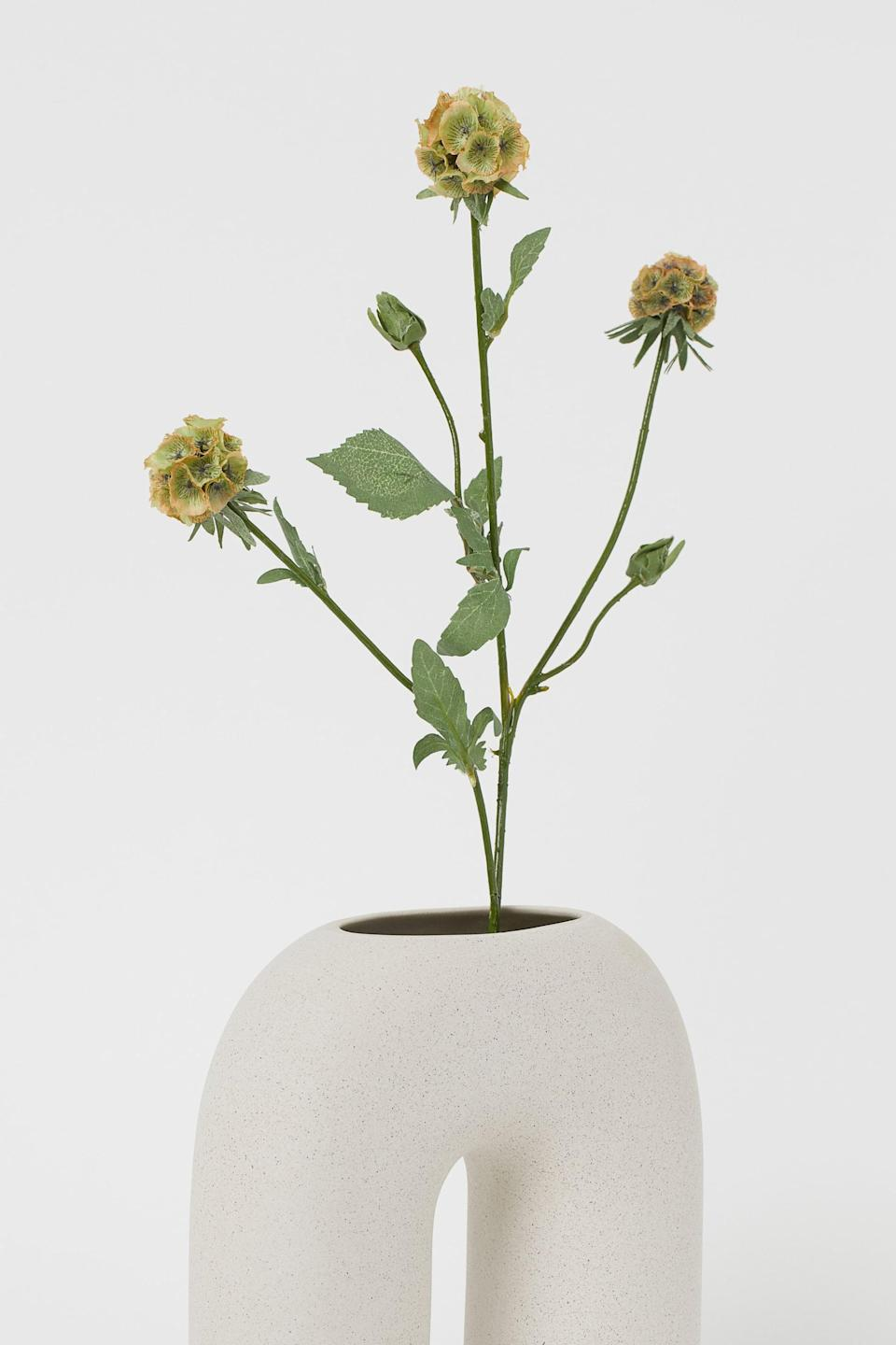 <p>If you've been seeing these fun shaped vases on Instagram, you need this <span>H&amp;M Large Ceramic Vase</span> ($30).</p>