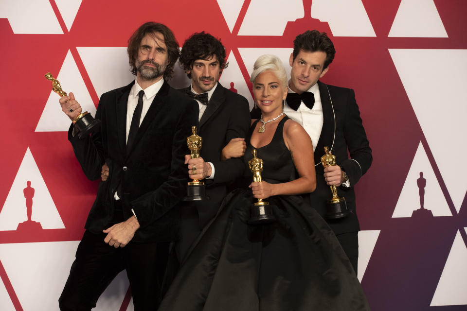 """Anthony Rossomando, second from heft, with """"Shallow"""" co-writers Andrew Wyatt, Lady Gaga and Mark Ronson at the 2019 Academy Awards. (Photo: Rick Rowell via Getty Images)"""