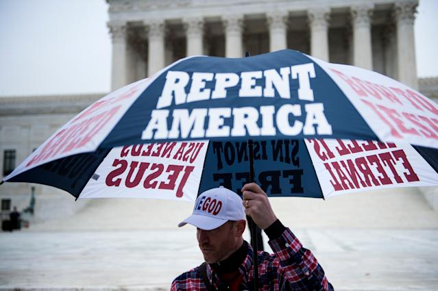 <p>People gather outside the US Supreme Court before Masterpiece Cakeshop vs. Colorado Civil Rights Commission is heard on Dec. 5, 2017 in Washington. (Photo: Brendan Smialowski/AFP/Getty Images) </p>