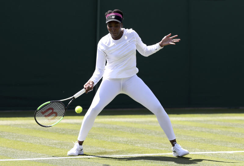 Federer, Serena breeze through Wimbledon furnace