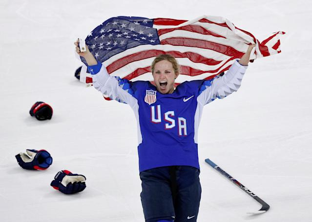 Ice Hockey – Pyeongchang 2018 Winter Olympics – Women's Gold Medal Final Match – Canada v USA – Gangneung Hockey Centre, Gangneung, South Korea – February 22, 2018 – Jocelyne Lamoureux-Davidson of the U.S. celebrates with the U.S. flag after their win. (REUTERS/Brian Snyder)
