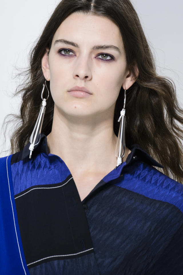 <p><i>Clear linear earrings from the SS18 Hermès collection. (Photo: ImaxTree) </i></p>