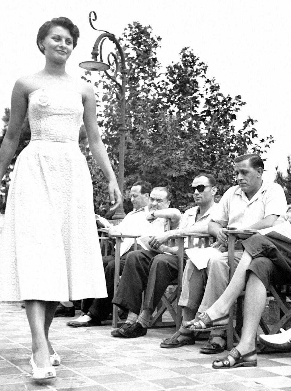 <p>The Italian actress competed in Miss Italy in 1950 at 15 years old and won the title of Miss Elegance during the competition.</p>
