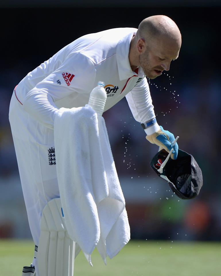 BRISBANE, AUSTRALIA - NOVEMBER 23:  England wicketkeeper Matt Prior cools down during day three of the First Ashes Test match between Australia and England at The Gabba on November 23, 2013 in Brisbane, Australia.  (Photo by Gareth Copley/Getty Images)