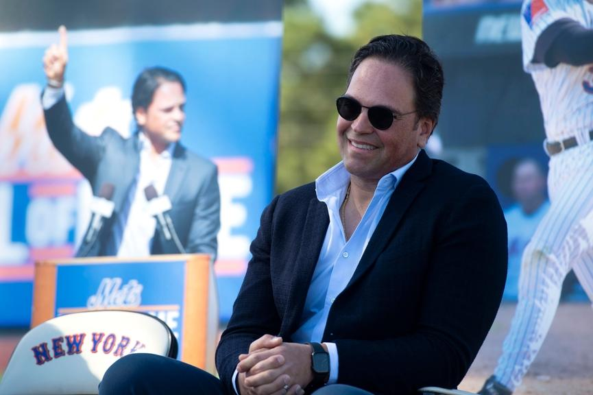 Mike Piazza smiles during dedication in Port St. Lucie