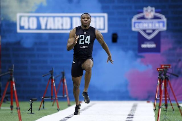 """Defensive back Jeff Okudah of Ohio State runs the 40-yard dash during the NFL combine <span class=""""copyright"""">(Joe Robbins / Getty Images)</span>"""
