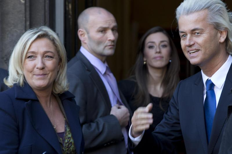 European right-wing politicians Dutchman Geert Wilders, right, and France's Marine Le Pen, left, pose for photographers in The Hague, Wednesday Nov. 13, 2013, prior to meeting for talks likely to focus on next year's European elections. (AP Photo/Peter Dejong)