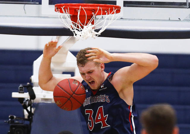 "<a class=""link rapid-noclick-resp"" href=""/ncaab/players/126987/"" data-ylk=""slk:Jock Landale"">Jock Landale</a> and Saint Mary's dropped back-to-back games to Georgia and Washington State. (AP Photo/Ringo H.W. Chiu)"