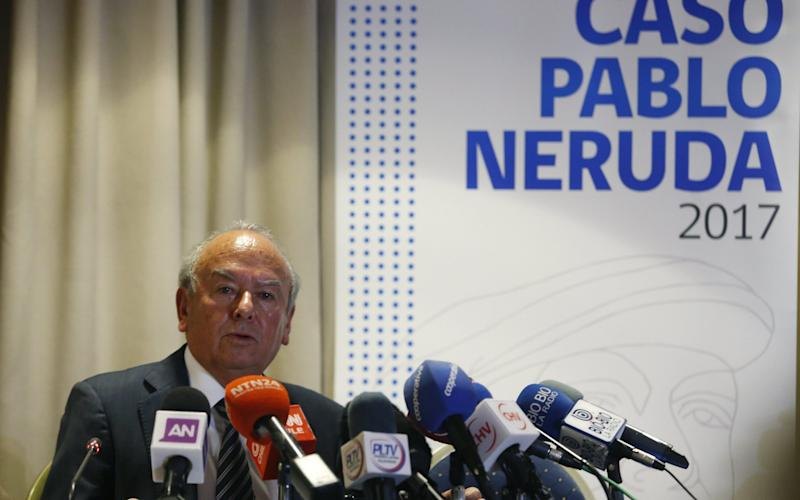 Pablo Neruda's nephew and plaintiff lawyer, Rodolfo Reyes takes part in a press conference in Santiago de Chile, Chile, 20 October 2017 - EFE
