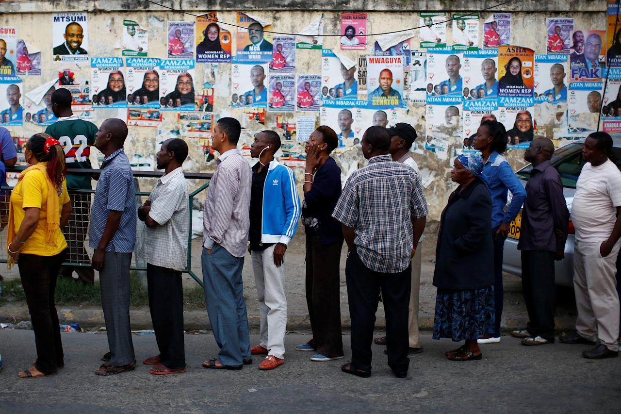 <p>People queue as they wait for a polling station to open to cast their votes in the presidential election in Mombasa, Kenya, Aug. 8, 2017. (Photo: Siegfried Modola/Reuters) </p>