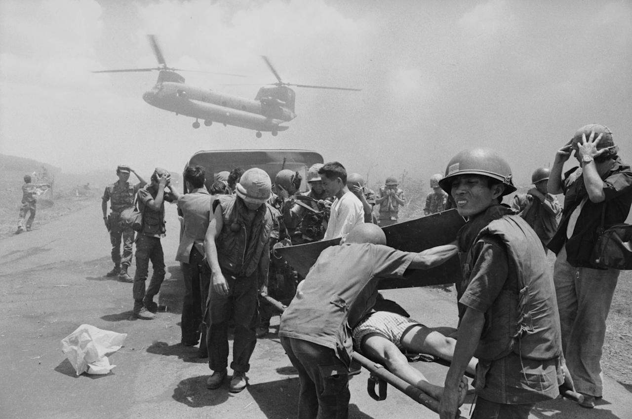 <p>US Army casualties are evacuated by helicopter, Vietnam, 1973. (Photo: Terry Fincher/Daily Express/Hulton Archive/Getty Images) </p>