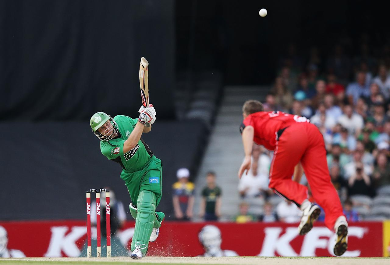 MELBOURNE, AUSTRALIA - DECEMBER 07:  Luke Wright of The Stars hits the ball off the bowling of Nathan Rimmington of The Renegades during the Big Bash League match between the Melbourne Renegades and the Melbourne Stars at Etihad Stadium on December 7, 2012 in Melbourne, Australia.  (Photo by Michael Dodge/Getty Images)