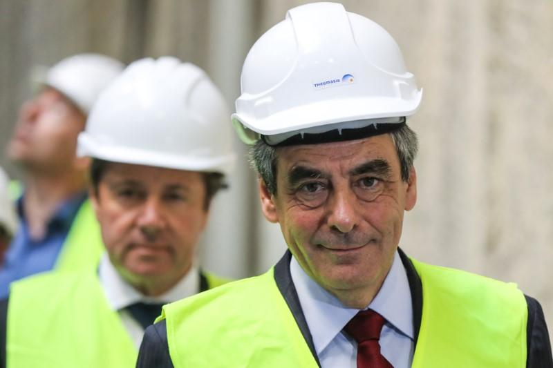 FILLON SE VOIT AU SECOND TOUR FACE À MACRON