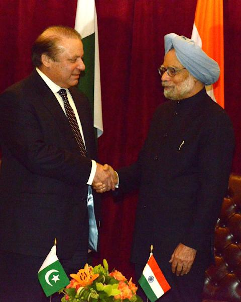This photo released by the embassy of Pakistan shows Pakistan Prime Minister Nawaz Sharif, left, and Indian Prime Minister Manmohan Singh, right, during a meeting Sunday Sept. 29, 2013, in New York. The prime ministers met in a step toward easing tension, agreed on the need to stop the recent spate of attacks in the disputed Kashmir region. (AP Photo/Embassy of Pakistan)
