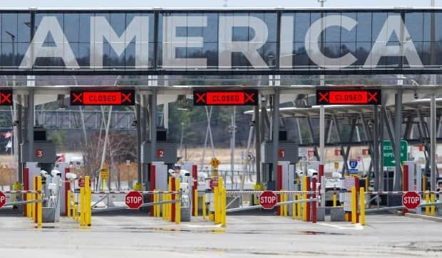 The U.S. has kept its land border with Canada closed since the start of the pandemic in March 2020. Snowbirds are questioning why they can fly but not drive to the U.S., and planning costly workarounds if the land border doesn't open. (Christinne Muschi/Reuters - image credit)