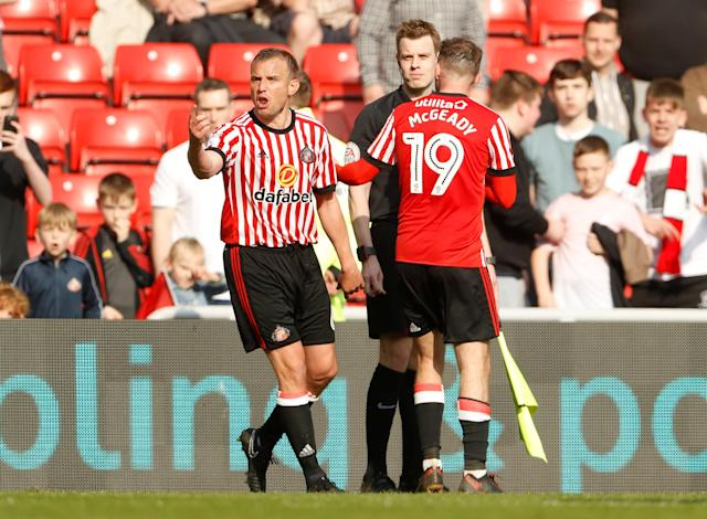"Soccer Football - Championship - Sunderland v Burton Albion - Stadium of Light, Sunderland, Britain - April 21, 2018 Sunderland players speaks with linesman after a goal is disallowed Action Images/Lee Smith EDITORIAL USE ONLY. No use with unauthorized audio, video, data, fixture lists, club/league logos or ""live"" services. Online in-match use limited to 75 images, no video emulation. No use in betting, games or single club/league/player publications. Please contact your account representative for further details."