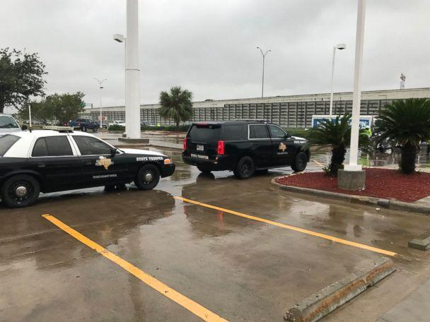 PHOTO: Police wait outside a Whataburger in Corpus Christi, Texas, on December 6, 2017, while first lady Melania Trump and second lady Karen Pence order inside. (Twitter/JRHDZV)