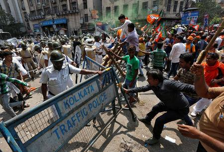 Supporters of India's Bharatiya Janata Party (BJP) try to break a police barricade during a protest against what they call a breakdown of law and order in the state of West Bengal, in Kolkata, India May 25, 2017. REUTERS/Rupak De Chowdhuri