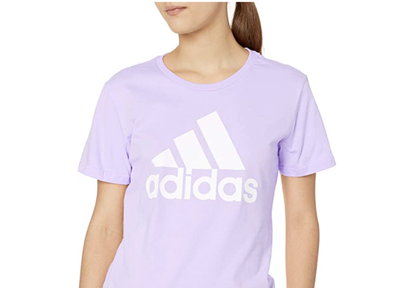 Adidas Must Haves - Playera Deportiva para Mujer. Foto: amazon.com.mx