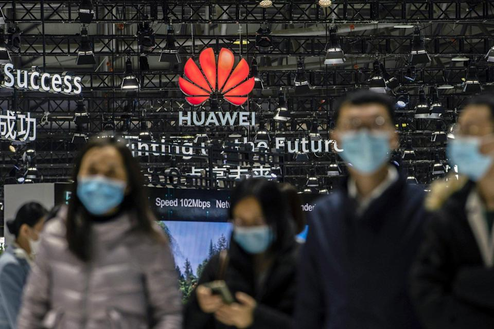 Attendees walk past the Huawei Technologies Co logo at the MWC Shanghai exhibition in Shanghai, China, on Tuesday, Feb. 23, 2021. Photo: Bloomberg