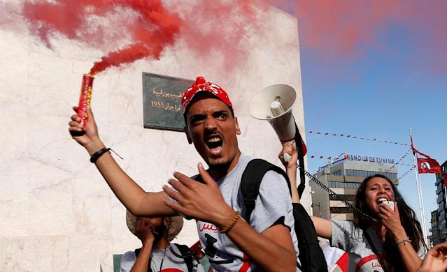 <p>Demonstrators hold flares during a demonstration against a bill that would protect those accused of corruption from prosecution on Habib Bourguiba Avenue in Tunis, Tunisia, May 13, 2017. (Photo: Zoubeir Souissi/Reuters) </p>