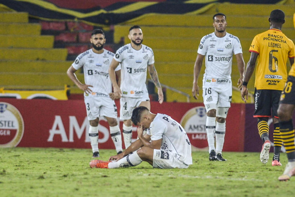 Brazil's Santos players react at the end of the Copa Libertadores football tournament group stage match between Ecuador's Barcelona and Brazil's Santos at the Monumental Stadium in Guayaquil, Ecuador, on May 26, 2021. (Photo by Marcos Pin / POOL / AFP) (Photo by MARCOS PIN/POOL/AFP via Getty Images)