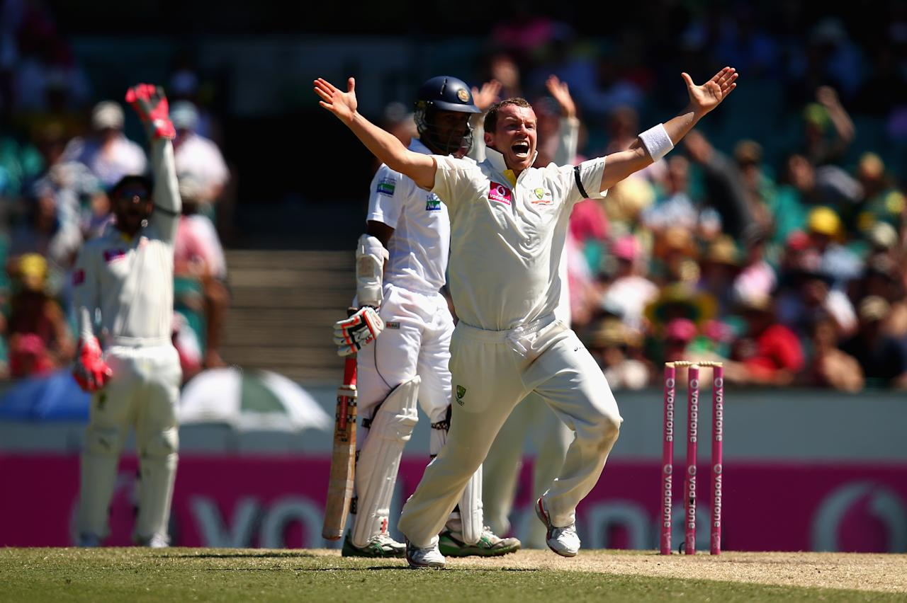 SYDNEY, AUSTRALIA - JANUARY 05:  Peter Siddle of Australia appeals for the wicket of Dimuth Karunaratne of Sri Lanka during day three of the Third Test match between Australia and Sri Lanka at Sydney Cricket Ground on January 5, 2013 in Sydney, Australia.  (Photo by Ryan Pierse/Getty Images)