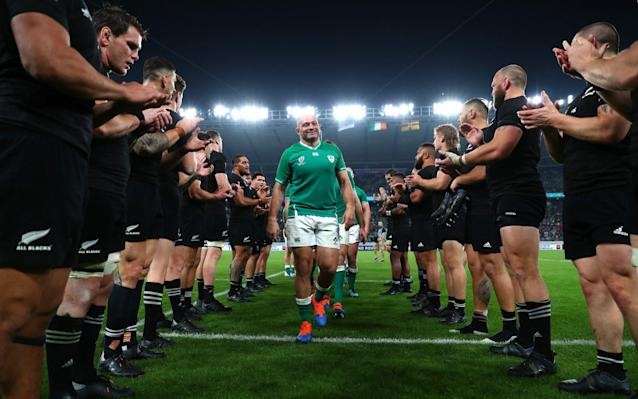 Rory Best walks off the pitch through a guard of honour after his final match for Ireland - World Rugby