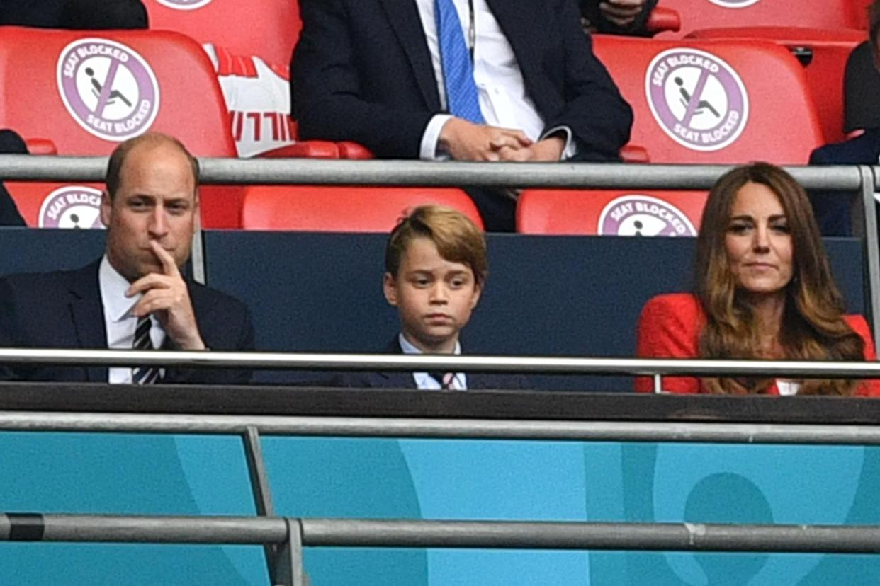 (L to R) Prince William, Duke of Cambridge, Prince George of Cambridge, and Catherine, Duchess of Cambridge, during the UEFA EURO 2020 round of 16 football match between England and Germany at Wembley Stadium in London on June 29, 2021. (Photo by JUSTIN TALLIS / POOL / AFP) (Photo by JUSTIN TALLIS/POOL/AFP via Getty Images)