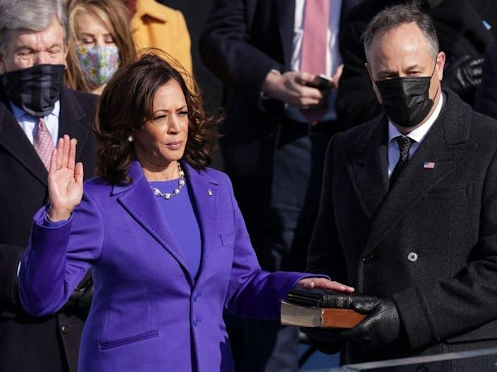 kamala harris swearing in