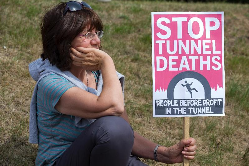 A protester pictured outside an entrance to the Eurotunnel terminal in Folkestone, southeast England on August 1, 2015, during a gathering in support of the migrants trying to enter from France (AFP Photo/Justin Tallis)