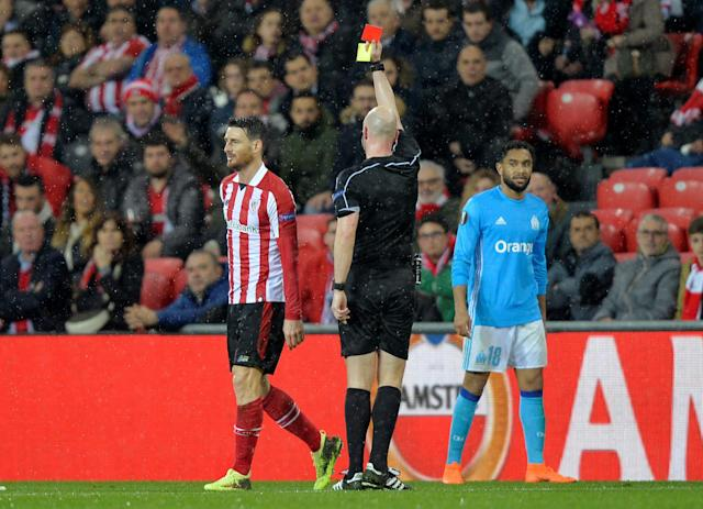 Soccer Football - Europa League Round of 16 Second Leg - Athletic Bilbao vs Olympique de Marseille - San Mames, Bilbao, Spain - March 15, 2018 Athletic Bilbao's Aritz Aduriz is shown a a second yellow card and a red card by referee Anthony Taylor REUTERS/Vincent West