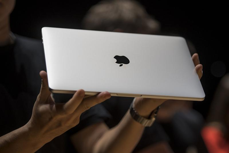 FAA Bans Recalled MacBook Pros From Flights