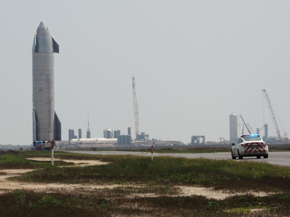 Starship SN15 rolling out to the launchpad at SpaceX's Boca Chica facility in Texas on 8 April, 2021 (Carter Goode)