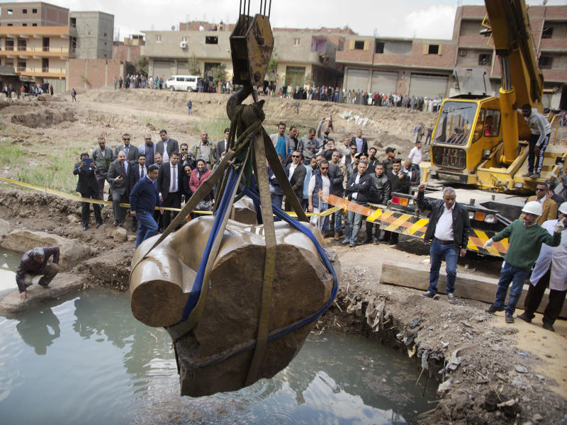 A massive statue, that may be of pharaoh Ramses II, one of the country's most famous ancient rulers, is pulled out of grondwater in Cairo: AP