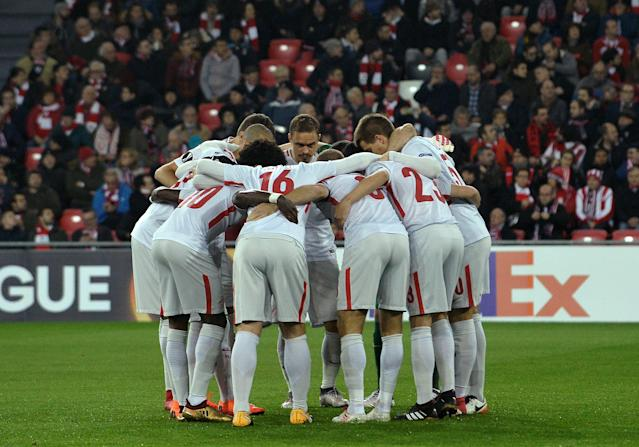 Soccer Football - Europa League Round of 32 Second Leg - Athletic Bilbao vs Spartak Moscow - San Mames, Bilbao, Spain - February 22, 2018 Spartak Moscow players in a huddle before the match REUTERS/Vincent West