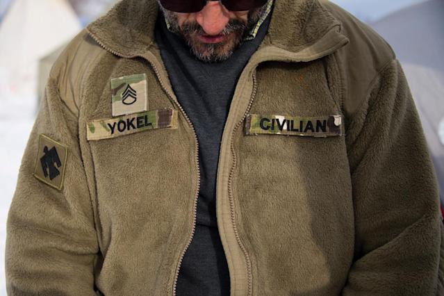 "A U.S. Army veteran who served in Afghanistan wearing the same ""cozy"" fleece. (Photo: Jim Watson/AFP/Getty Images)"
